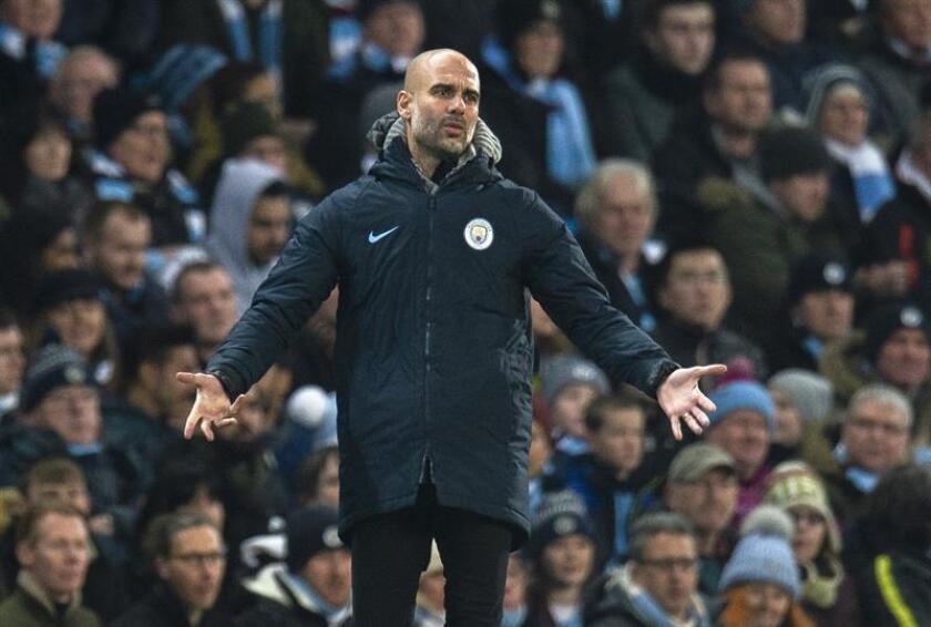 El entrenador del Manchester City, Pep Guardiola, durante el encuentro de Premier League inglesa entre el Manchester City y el Liverpool en el Etihad Stadium en Manchester, Reino Unido, hoy. EFE