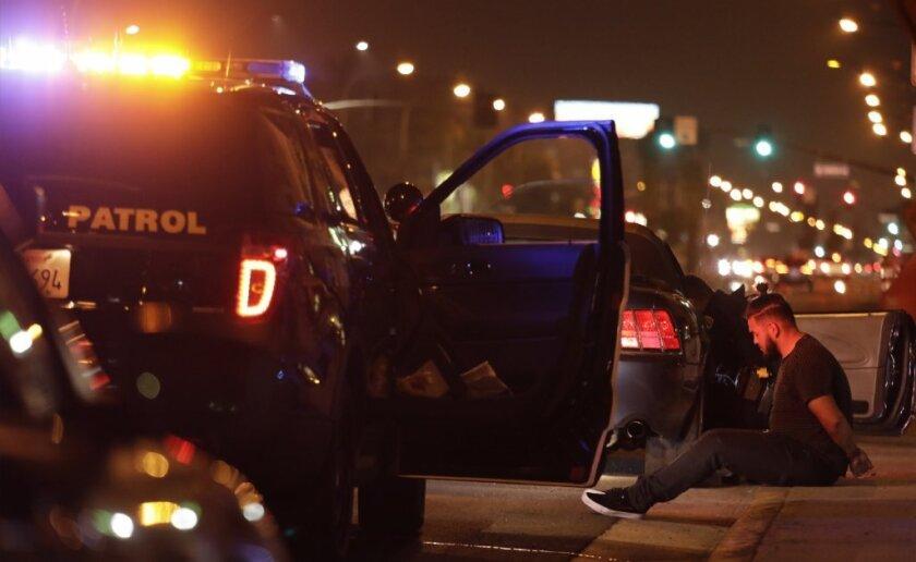 Policía de Los Ángeles presentan estrategias contra las carreras de autos ilegales