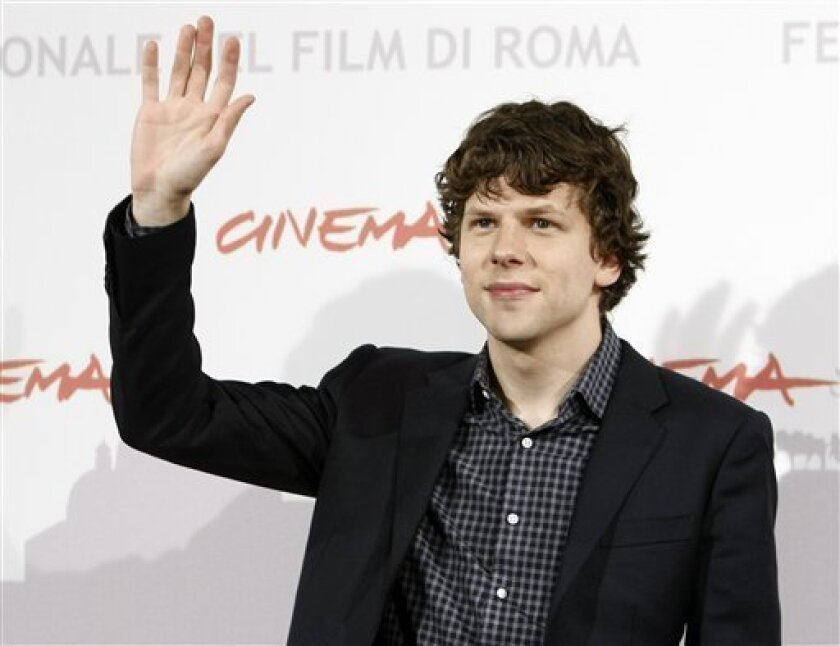 """US actor Jesse Eisenberg waves at photographers during the photocall """"The Social Network"""" at the Rome Film Festival at Rome's Auditorium, Monday, Nov. 1, 2010. (AP Photo/Pier Paolo Cito)"""