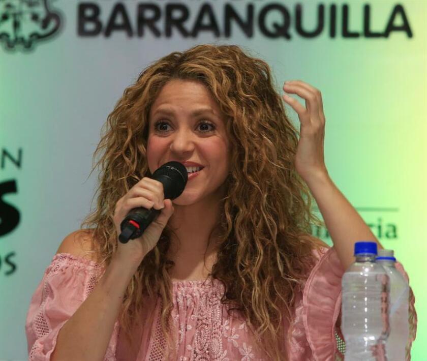 La cantante colombiana Shakira habla durante una conferencia de prensa. EFE/Archivo