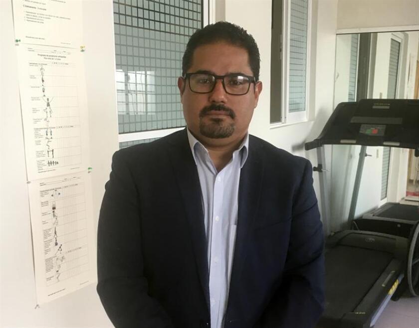 El presidente de la Federación de Hemofilia de la República Mexicana, Alfonso Quintero, hoy jueves , en Ciudad de México. EFE