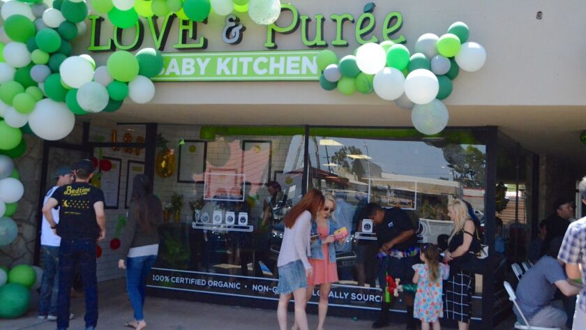 Love & Puree partnered with Fiit Mom Boot Camp grand opening on April 28th with a crowd of 200 peopl