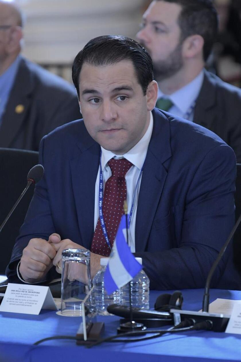 """El embajador de Estados Unidos ante la OEA, Carlos Trujillo, participa durante las sesiones de la 70ª Asamblea General hoy, martes 5 de junio de 2018, en la sede del organismo en Washington (Estados Unidos). """"Este es el primer paso para que el Gobierno de Ortega sea responsable de sus acciones"""", dijo tras la aprobación el embajador de Estados Unidos ante la OEA. EFE"""