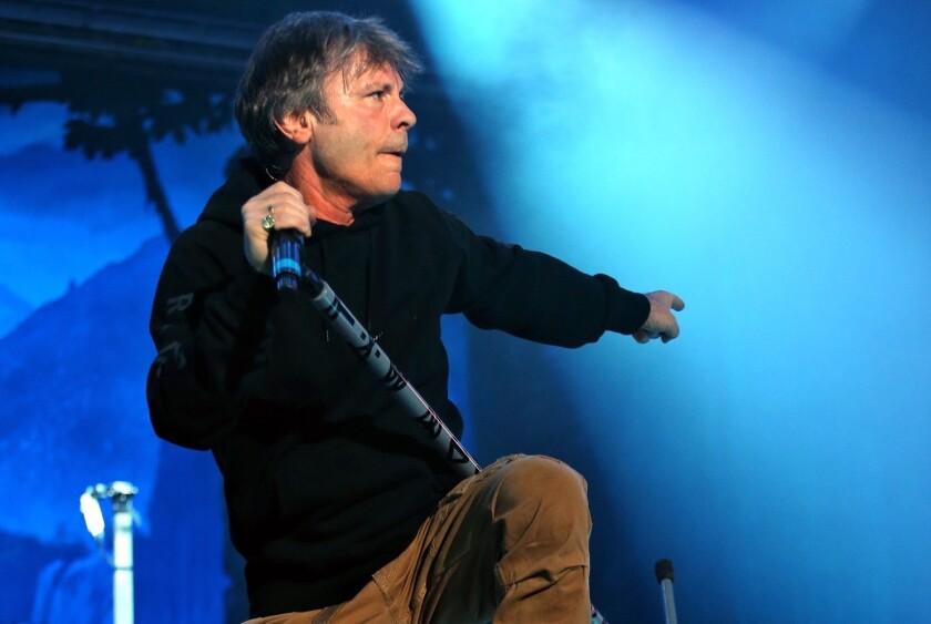 Brucke Dickinson, vocalista de Iron Maiden, dio nuevas declaraciones controvertidas.