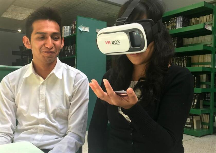 Estudiantes mexicanos crean aplicación que ayuda a terapia de muñeca