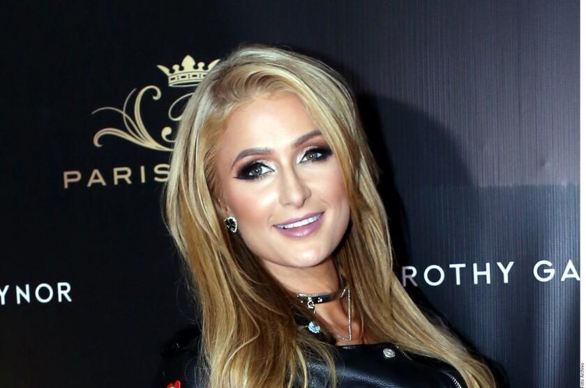 Entre alfombra roja y evento de cocktail, este lunes será presentada la colección otoño-invierno de ropa de Paris Hilton, quien hace unas semanas estuvo en México.