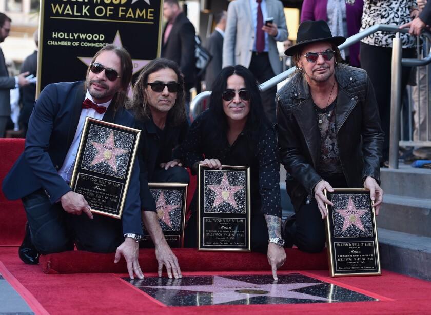 Fher Olvera, Alex Gonzalez, Sergio Vallín y Juan Calleros, de la banda mexicana Maná, asisten a la ceremonia que los honraba con la Estrella del Paseo de la Fama número 2,573 en la ciudad de Hollywood.