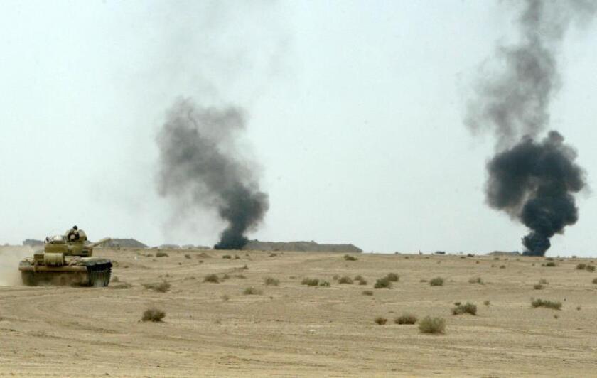 Un tanque iraquí avanza durante unos ejercicios militares realizados con la participación del ejército estadounidense, en las afueras de Bagdad, Irak. EFE/Archivo