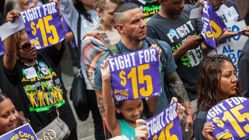 Miles de trabajadores de todo el país participaron hoy en huelgas, marchas y protestas en las que pidieron que se apruebe una ley nacional que establezca el salario mínimo en 15 dólares la hora para el año 2020 y ya cosecharon sus primeros éxitos.