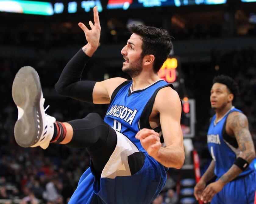 El jugador de Timberwolves Ricky Rubio el 12 de febrero de 2017, durante un partido por la NBA, en el Target Center de Minneapolis, Minnesota (EE.UU.). EFE