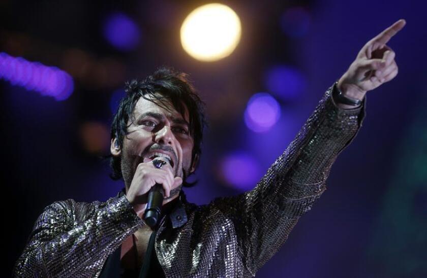 El cantante chileno Beto Cuevas con su grupo La Ley durante el concierto. EFE/Archivo