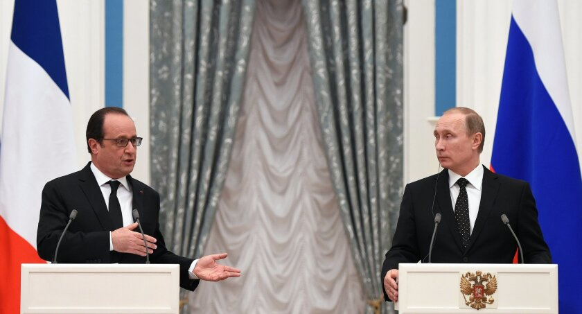 Russian President Vladimir Putin, right, and France's President Francois Hollande, give a joint press conference after their meeting in Moscow, Russia, Thursday, Nov. 26, 2015. French President Francois Hollande is in Moscow on Thursday to push for a stronger coalition against Islamic State militants in Syria, trying to unite France, the U.S. and Russia. (Stephane de Sakutin/Pool Photo via AP)