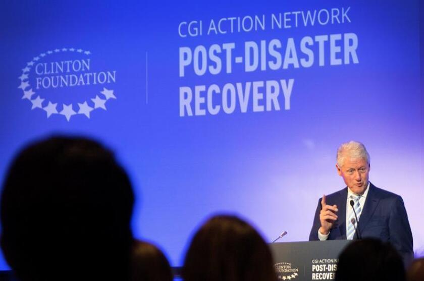 El expresidente estadounidense Bill Clinton habla durante la presentación de la Red de Acción para la Recuperación tras un Desastre (Action Network on Post-Disaster Recovery) de la Iniciativa Global Clinton (CGI), hoy, martes 3 de abril de 2018, en la Universidad de Miami en Miami, Florida (EE.UU.). EFE