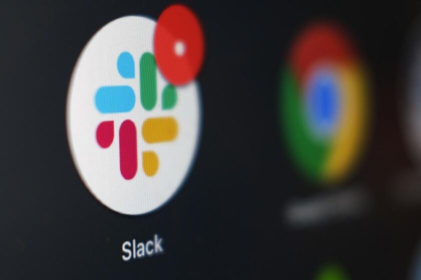 Foto tomada el 2 de diciembre del 2020 del app de Slack en una computadora en Tokio.