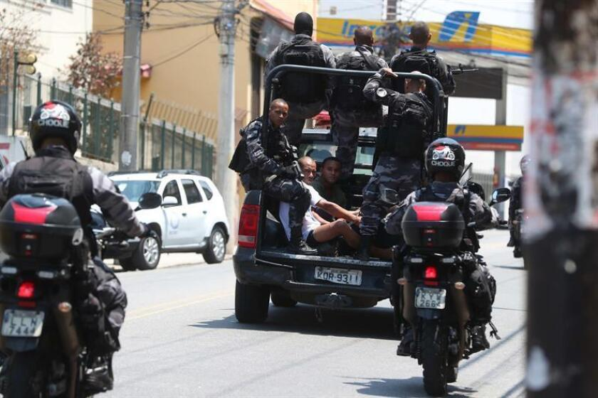 Agents of the Operations Command of the police carry out an operation, in Rio de Janeiro, Brazil, 08 February 2019. EFE-EPA/Marcelo Sayao