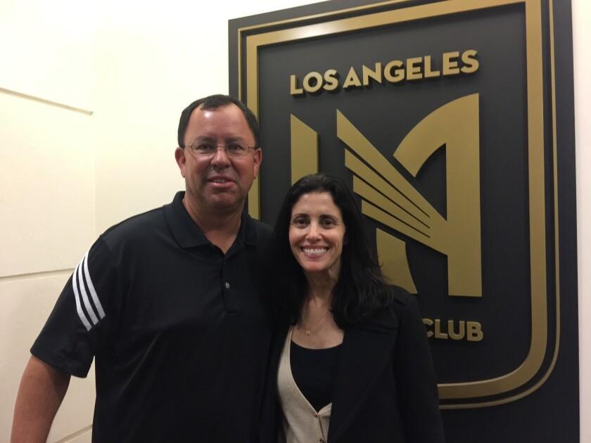 Todd Saldaña y Nikki Mark, directores de la academia de LAFC.