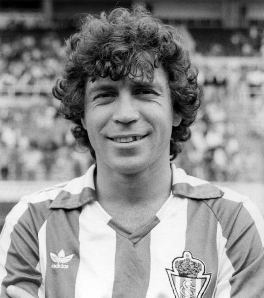 Fotografía de archivo, tomada en agosto de 1984, del ex internacional argentino del Sporting de Gijón, Enzo Ferrero. EFE
