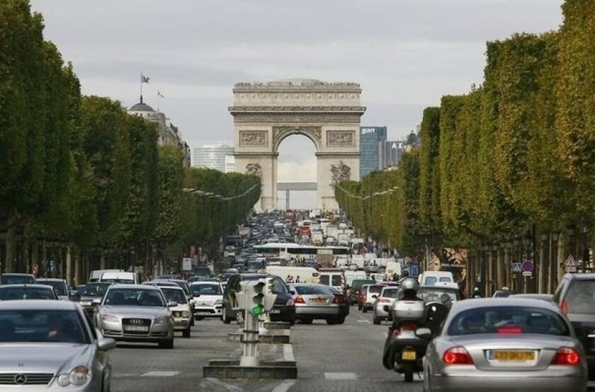 La medida que se aplicara en Paris, que puede parecer drástica en un primer momento, es uno de varios enfoques de la ciudad, que está considerando drásticamente la reducción de sus problemas de smog que han empeorado en los últimos años.