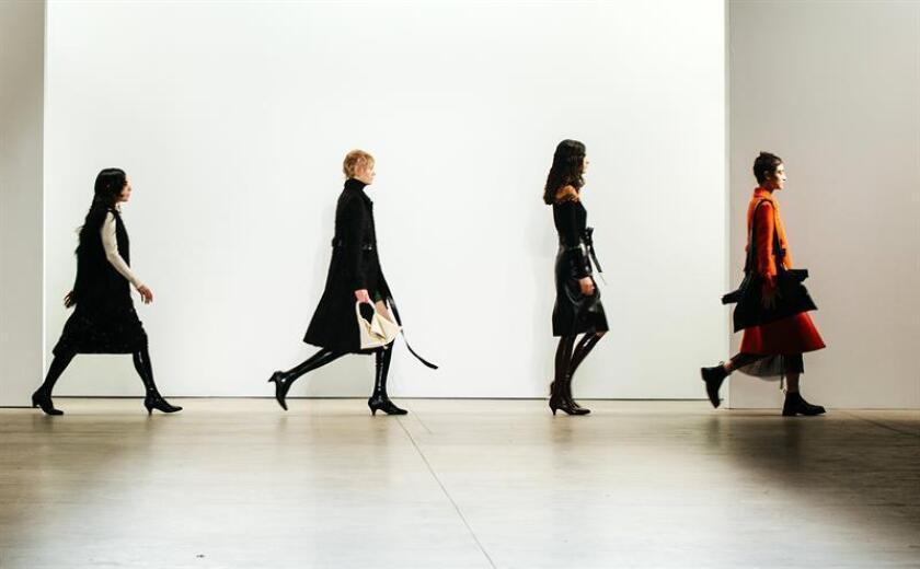 El estilo deportivo de la firma francesa Lacoste y la sofisticación de la china Taoray Wang se adueñaron hoy de las pasarelas durante la tercera jornada de la Semana de la Moda de Nueva York. EFE