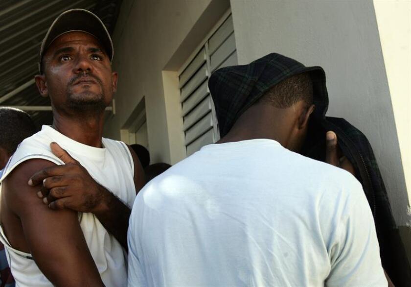 Agentes de las Fuerzas de Acción Rápida (Fura) de la Policía de Puerto Rico detuvieron hoy a siete inmigrantes que trataban de entrar de forma ilegal en la isla a través de la costa noroeste del territorio caribeño. EFE/Archivo