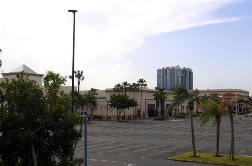 Vista general del centro comercial Plaza Las Américas. EFE/Archivo