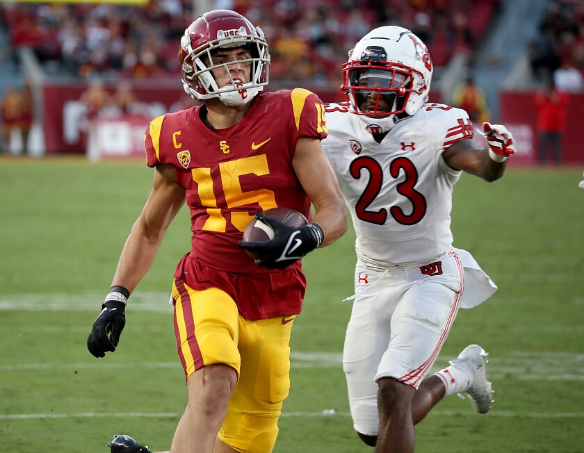 USC wide receiver Drake London goes to the end field for a score.