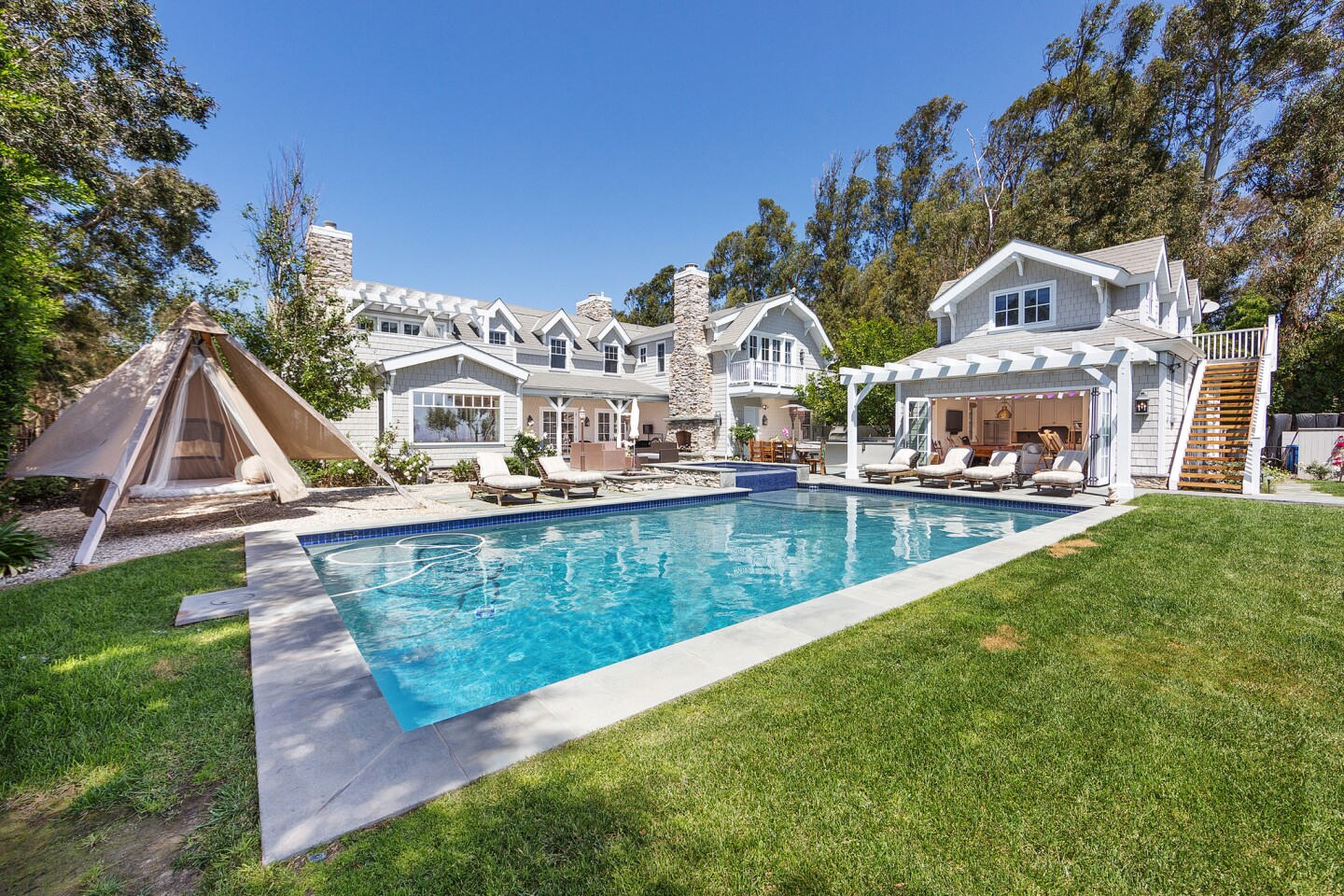 Home of the Day: America's got style -- Nantucket by way of Malibu