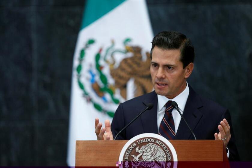 El presidente de México, Enrique Peña Nieto, prometió hoy mano dura ante el agravamiento de las protestas por el alza de combustibles, que subieron de tono en las últimas horas con actos vandálicos y bloqueos en carretera y en terminales de Petróleos Mexicanos (Pemex) de todo el país. EFE