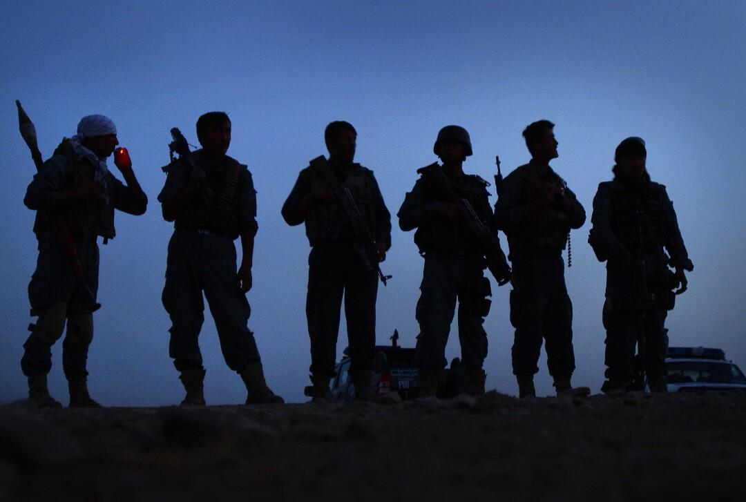 صف افسران مسلح ، شبح سحرگاه