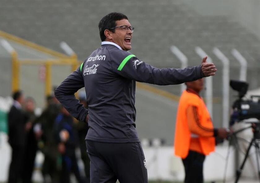 En la imagen un registro del entrenador boliviano de fútbol Mauricio Soria, quien es el nuevo entrenador del club Oriente Petrolero de Santa Cruz. EFE/Archivo