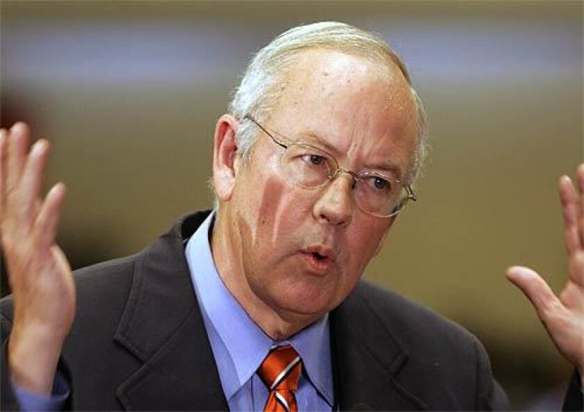 Kenneth Starr will defend President Trump in the impeachment trial.