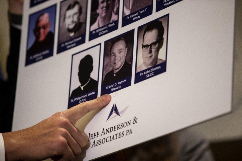 La Arquidiócesis de Los Ángeles 'esconde a más de 300 sacerdotes pederastas'. Sobreviviente presenta demanda