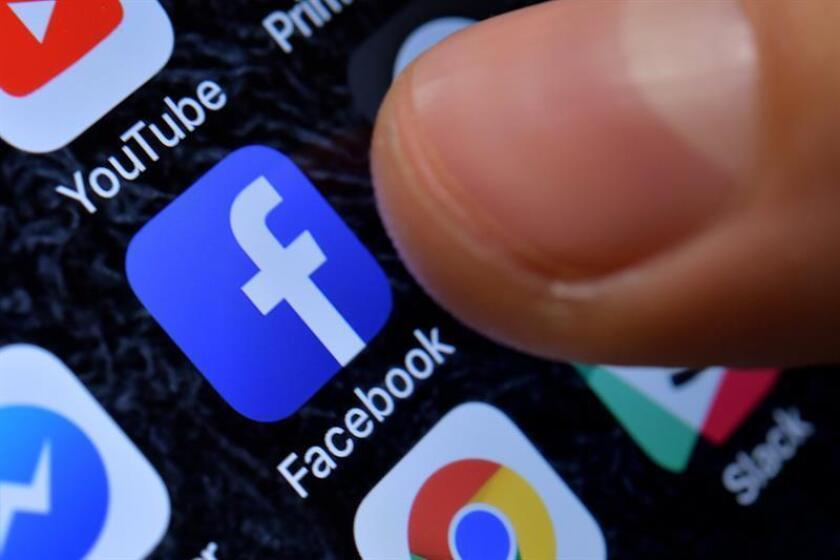 Fotografía detalle que muestra la aplicación de Facebook en un iPhone. EFE/Archivo