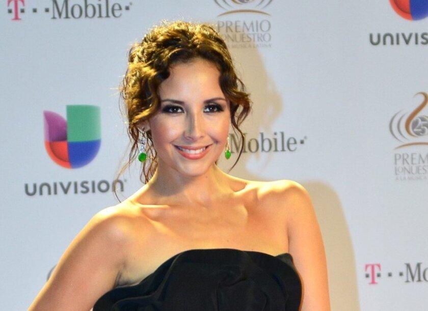 La cantautora mexicana América Sierra posa en la alfombra roja de la vigésimo quinta gala de entrega de los premios Lo Nuestro a la Música Latina el pasado 21 de febrero en Miami. EFE/Archivo