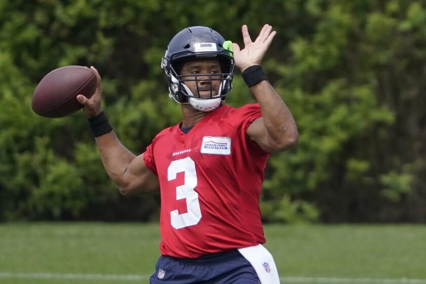 El quarterback de los Seahawks de Seattle, Russell Wilson, durante la práctica