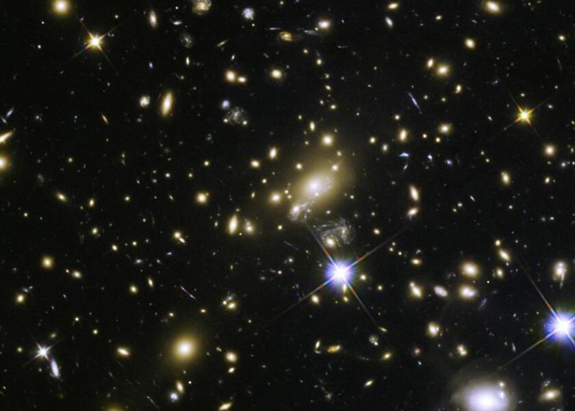 La clave para determinar si el universo es solo uno o existen muchos (multiversos) puede estar en la primera luz del cosmos, es decir, en el Big Bang, afirma un equipo de físicos chilenos. EFE/Archivo