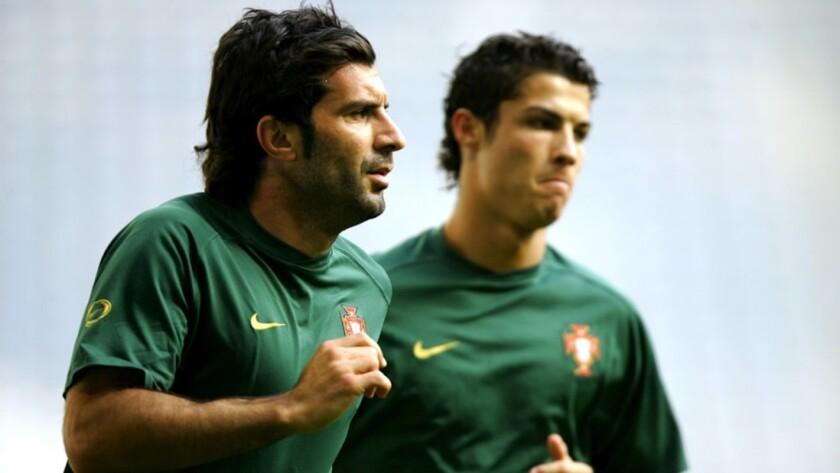 Figo, ex figura del Real Madrid, coincidiño con Ronaldo en la selección portuguesa.