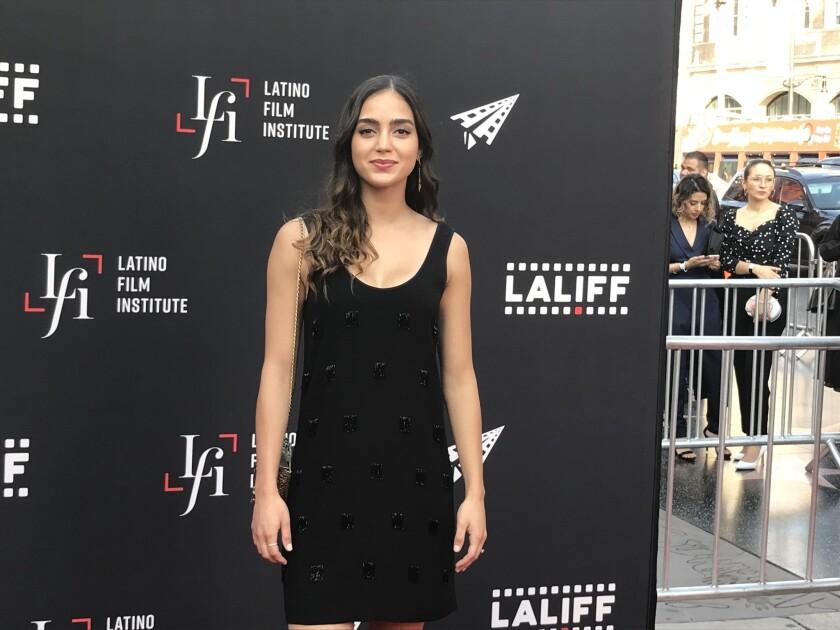 """Melissa Barrera, protagonista de la serie de Starz """"VIDA"""", a su paso por la alfombra roja de apertura del LALIFF 2018."""