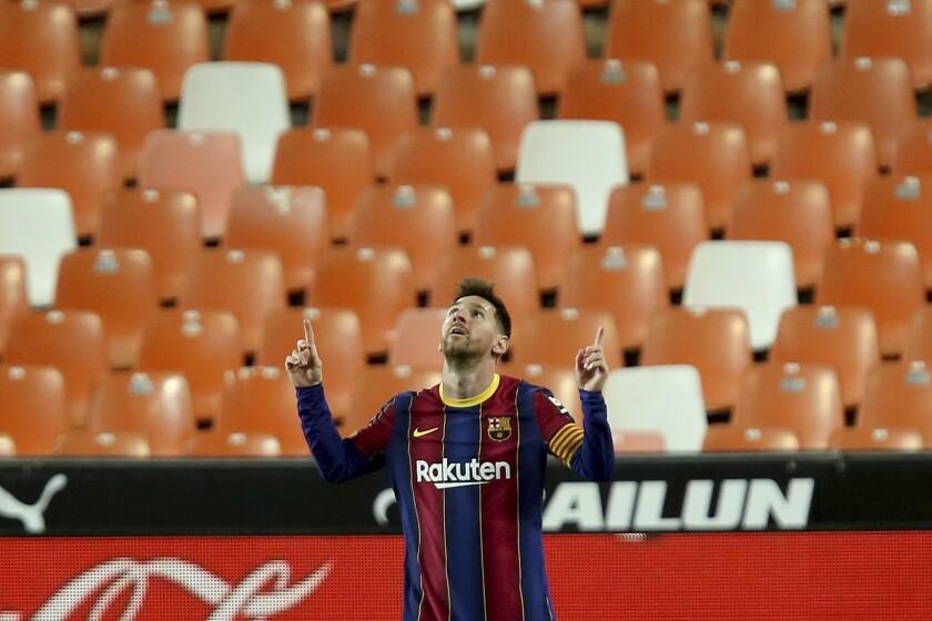 Lionel Messi celebra tras marcar el tercer gol del Barcelona en la victoria 3-2 ante el Valencia