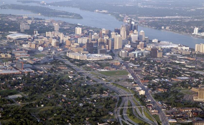 Las autoridades de la ciudad de Detroit (Michigan) han ordenado cortar el suministro de agua potable en las escuelas públicas después de que un reciente estudio mostrará elevados niveles de plomo en el líquido, informaron hoy medios locales. EFE/ARCHIVO