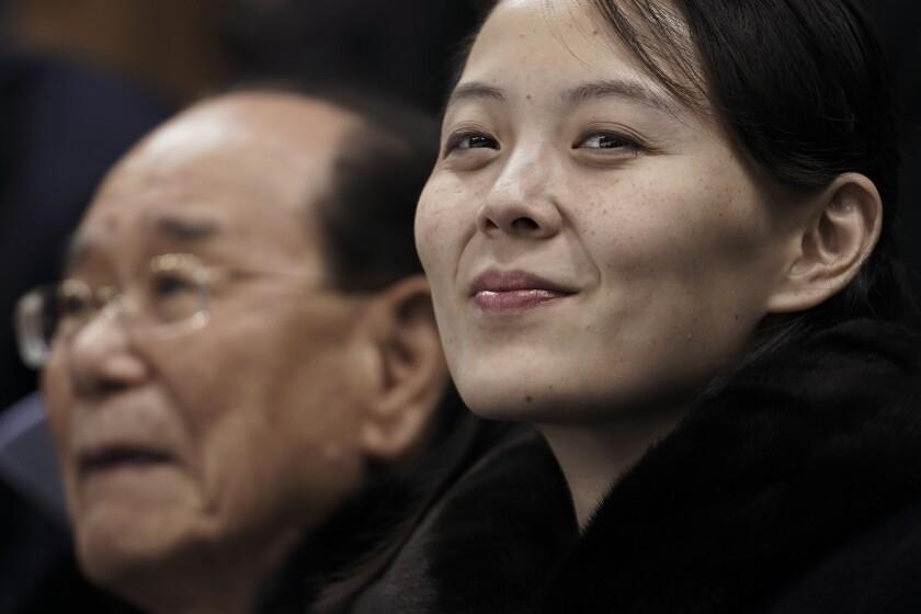 Kim Yo Jong, hermana del líder norcoreano Kim Jong Un, junto con el nominal jefe de Estado norcoreano Kim Yong Nam
