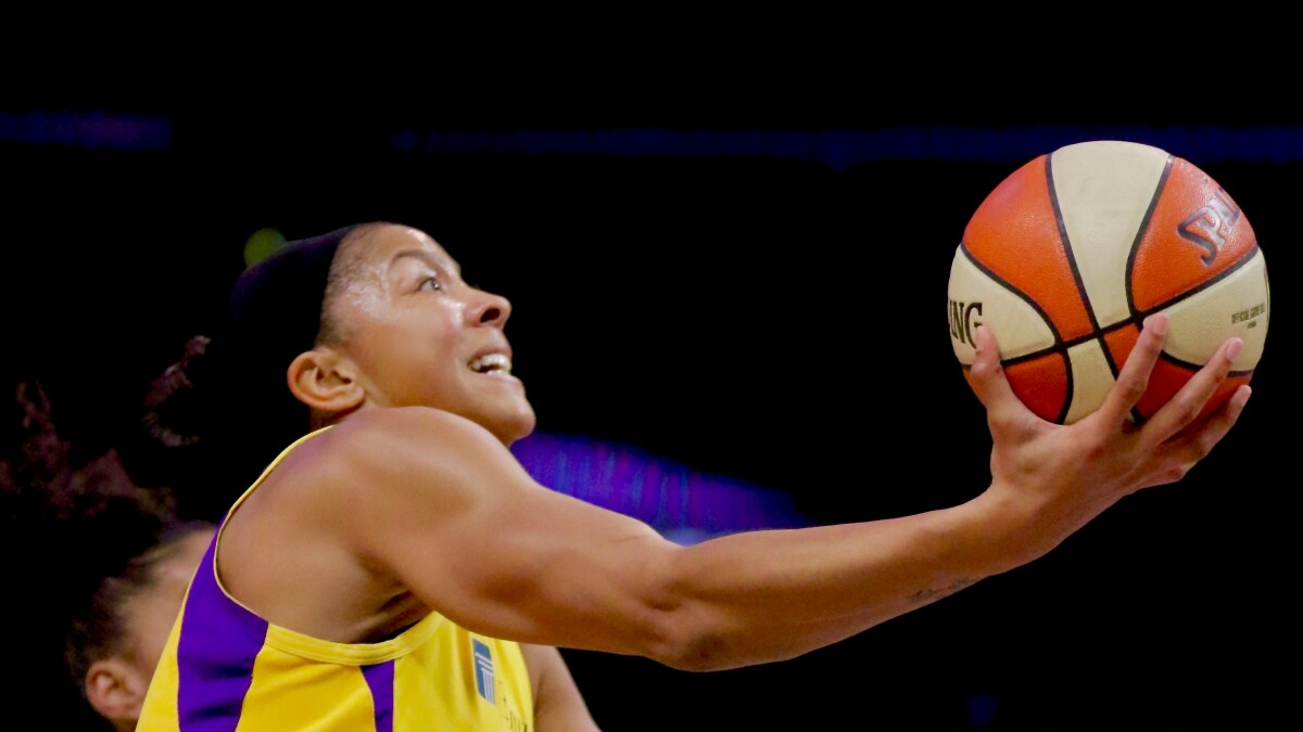 Candace Parker and Chelsea Gray push Sparks to win over Lynx