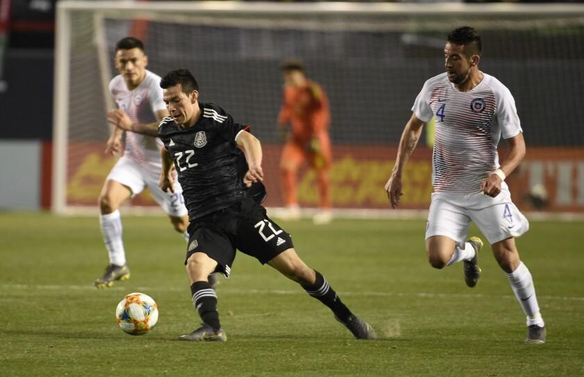 Hirving Lozano de México durante el partido amistoso internacional entre México y Chile en el estadio SDCCU el 22 de marzo de 2019 en San Diego.