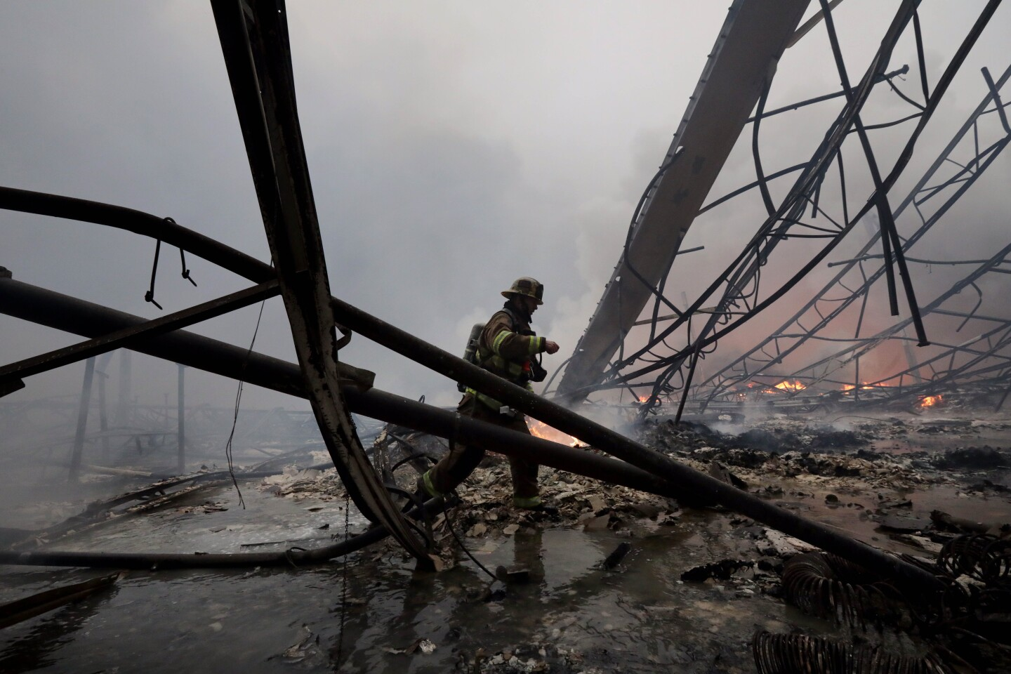 REDLANDS CA JUNE 5, 2020 - Firefighters battle a 3-alarm fire at a large warehouse near the 10 Freeway in Redlands Friday, June 5, 2020. Irfan Khan / Los Angeles Times)