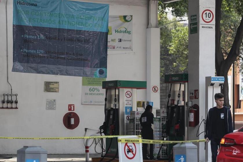 Mil 700 estaciones expendedoras de gasolina en la frontera norte de México cerraron hoy en protesta contra las condiciones que impuso la Secretaría de Hacienda para la venta de combustibles en la franja fronteriza con Estados Unidos, informó una fuente del sector. EFE/ARCHIVO
