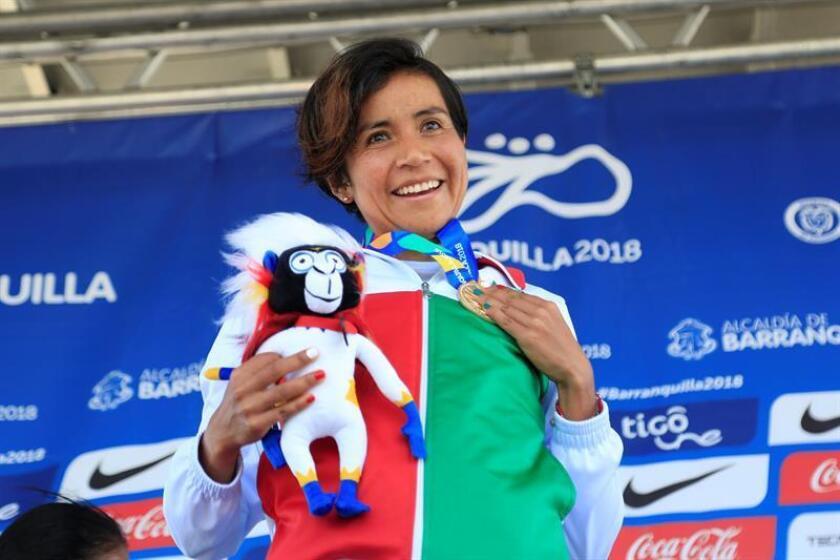 La mexicana Madai Pérez celebra tras ganar la carrera en la competencia de maratón femenino en los XXIII Juegos Centroamericanos y del Caribe 2018, en Barranquilla (Colombia). EFE