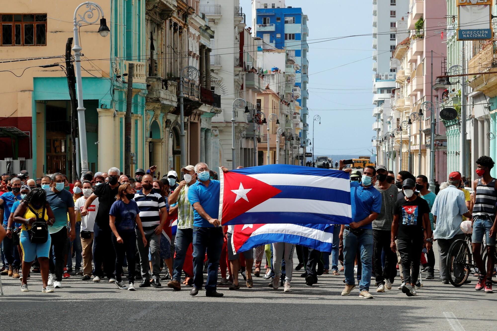 Estos artistas fueron los que encendieron la indignación de los cubanos y  los sacó a protestar a las calles - Los Angeles Times
