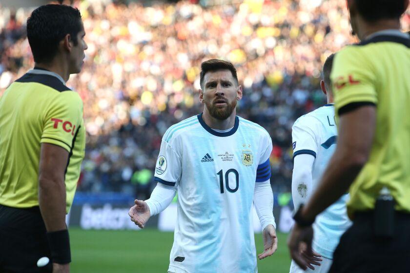 El delantero argentino Lionel Messi tras ser expulsado en el partido ante Chile por el tercer lugar de la Copa América en Sao Paulo, el sábado 6 de junio de 2019.