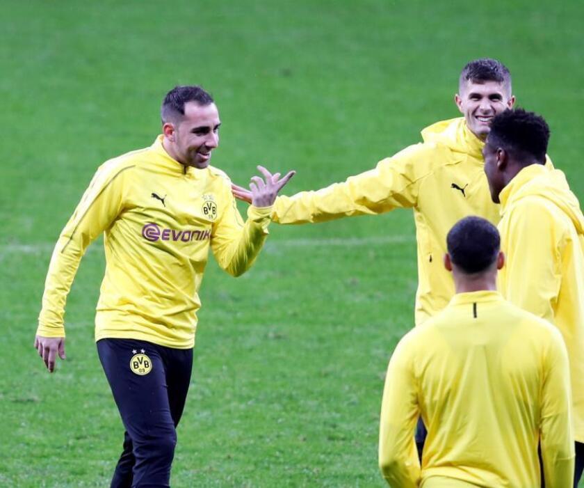 El delantero del Borussia Dortmund Paco Alcácer (i), durante un entrenamiento del equipo. EFE/Archivo