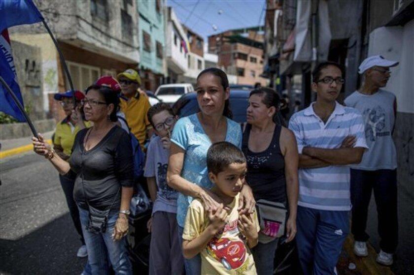 El Tribunal Supremo de Justicia de Venezuela (TSJ) anunció hoy que la recolección del apoyo del 20 % de los inscritos en el registro electoral para activar un referendo que revoque el mandato del presidente, Nicolás Maduro, debe hacerse, obligatoriamente, en los 23 estados y el Distrito Capital.